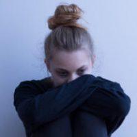 pige_krummet_sammen2